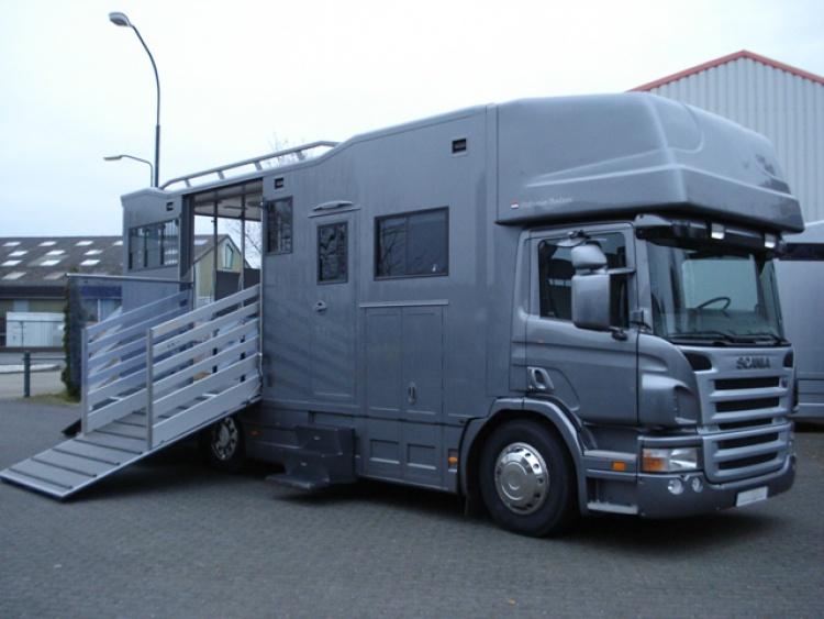 SCANIA paardenwagen